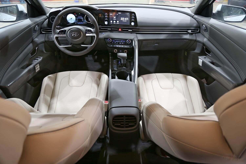 صورة داخلية للسيارة  هيونداي النترا GLS-MID 2021