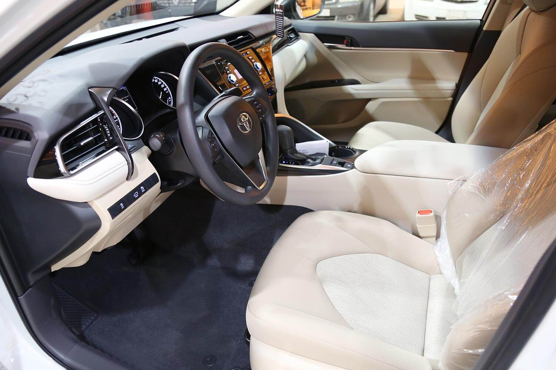 صورة داخلية للسيارة  تويوتا كامري LE 2020