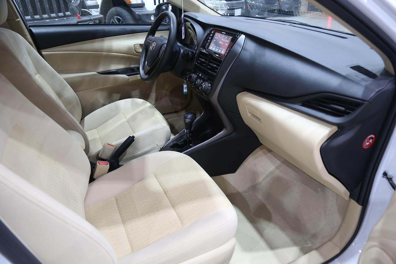 صورة داخلية للسيارة  تويوتا يارس Y 2021