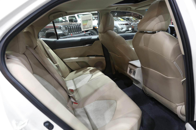 صورة داخلية للسيارة  تويوتا كامري GLE 2020