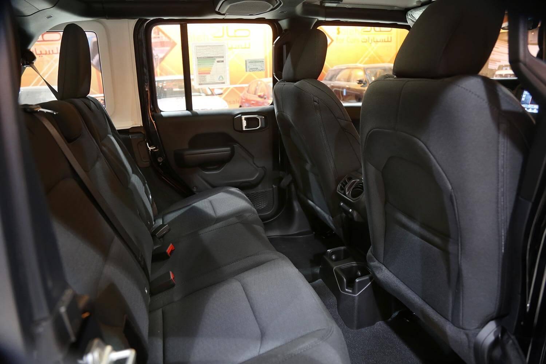صورة داخلية للسيارة  جيب رانجلر SPORT 2021