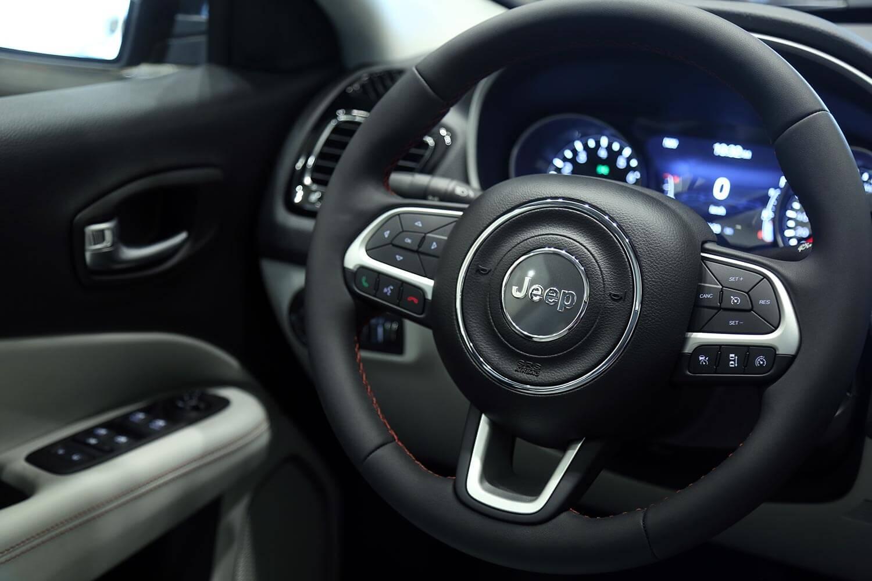 صورة داخلية للسيارة  جيب كومباس Limited 2021
