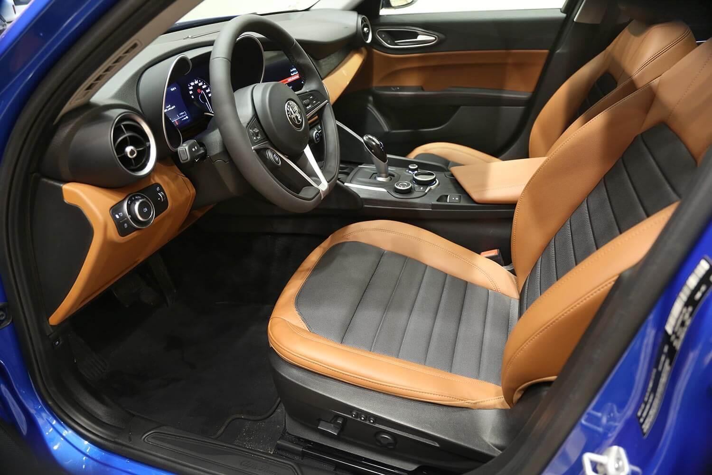 صورة داخلية للسيارة  الفاروميو GIULIA Super 2020
