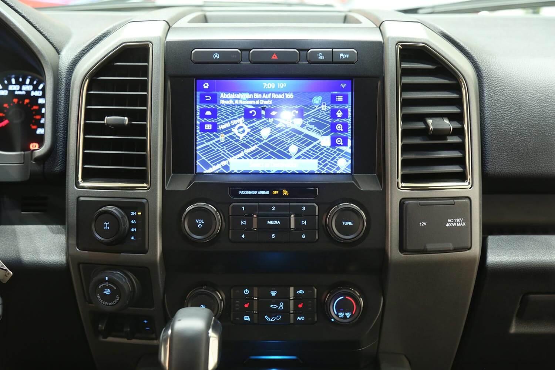 صورة داخلية للسيارة  فورد F150 رابتور 2020