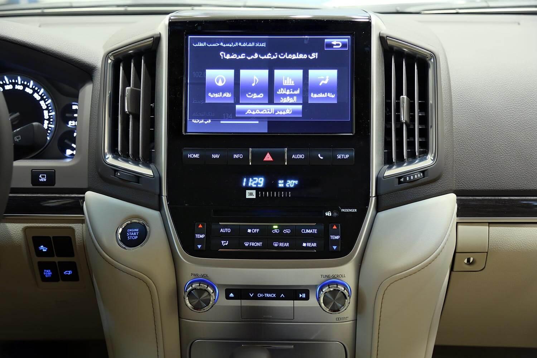 صورة داخلية للسيارة  تويوتا لاند كروزر VX-S 2021
