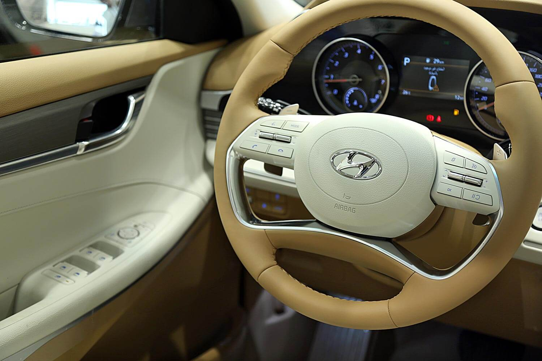 صورة داخلية للسيارة  هيونداي ازيرا SMART-PLUS 2021