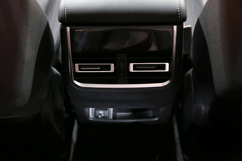 صورة داخلية للسيارة  شانجان Hunter Omega-4WD 2021