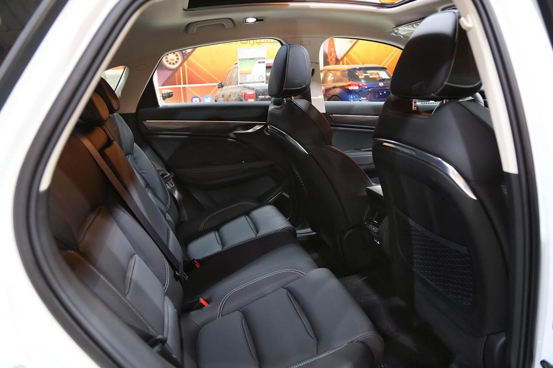 صورة داخلية للسيارة  جيلي توجيلا GL 2021
