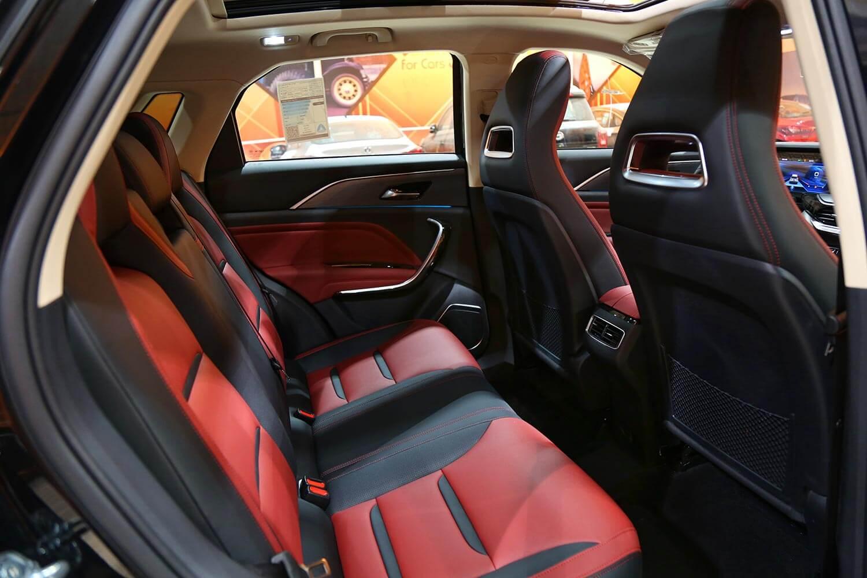 صورة داخلية للسيارة  فاو بيستون T77 2021