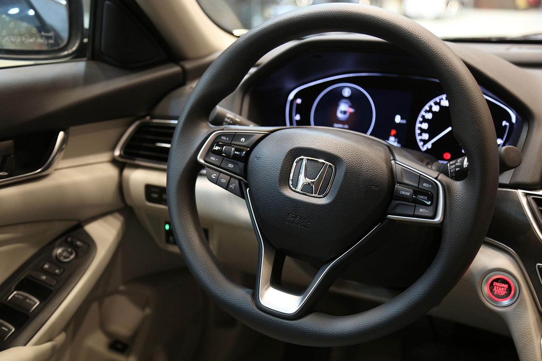 صورة داخلية للسيارة  هوندا اكورد LX 2021
