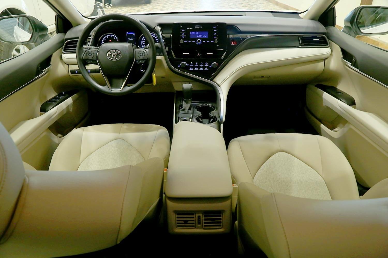 صورة داخلية للسيارة  تويوتا كامري LE 2021