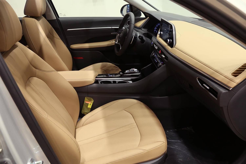 صورة داخلية للسيارة  هيونداي سوناتا Smart Plus 2021
