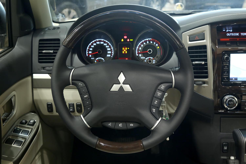 صورة داخلية للسيارة  ميتسوبيشي باجيرو GLS 2022