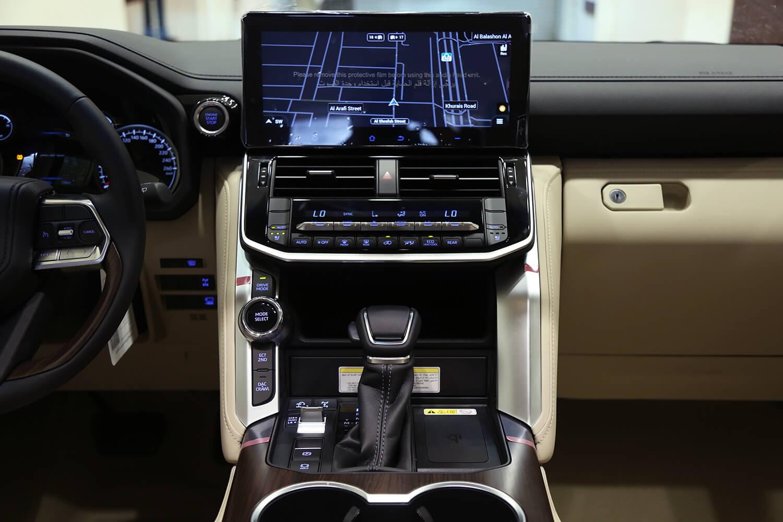 صورة داخلية للسيارة  تويوتا لاند كروزر GX-R 2022