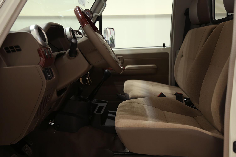 صورة داخلية للسيارة  تويوتا شاص LX 2021