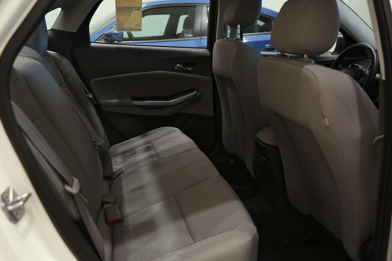 صورة داخلية للسيارة  فورد escort امبيانتي 2020