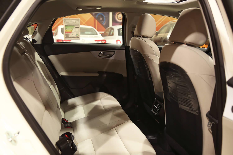 صورة داخلية للسيارة  كيا سيراتو GL 2022