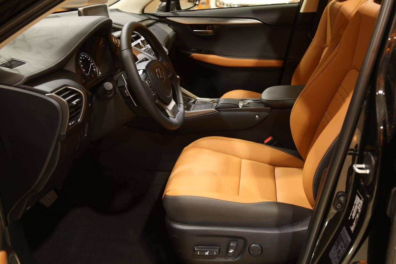 صورة داخلية للسيارة  لكزس NX300 AA 2021