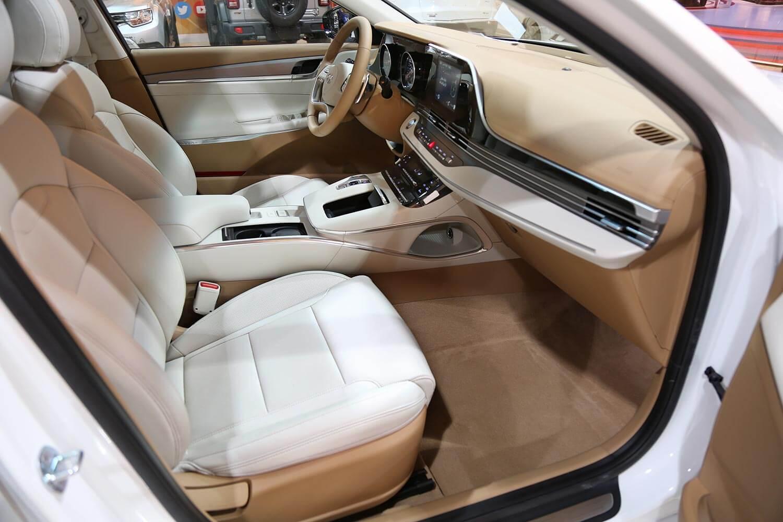 صورة داخلية للسيارة  هيونداي ازيرا Smart 2022