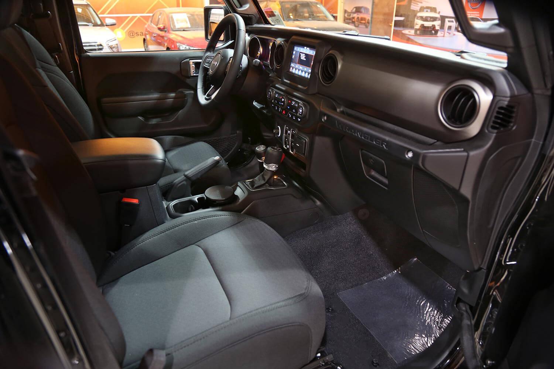صورة داخلية للسيارة  جيب رانجلر sport plus 2021