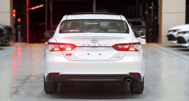 صورة خارجية للسيارة  تويوتا كامري GLE 2020